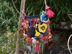 petit sac en jean recyclé et laines style ethnique : Sacs à main par coeur-de-tissu