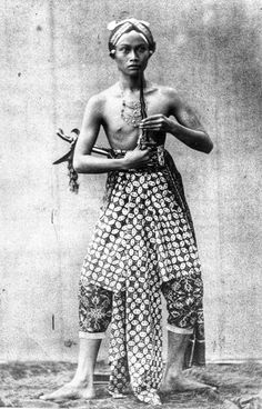 Lijfwacht van de Sultan van Djogjakarta.  1865-1875 Black White Photos, Black And White Photography, Antique Photos, Old Photos, Polynesian People, Indonesian Art, Old Portraits, Dutch East Indies, Extraordinary People