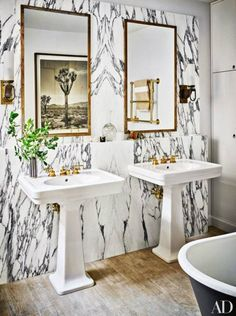 Nate Berkus' BEAUTIFUL mast bath.