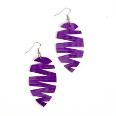 Duck Tape® Feather Earrings | cre8time.org
