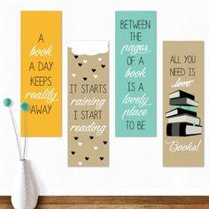 Gave, stoere boekenleggers met dubbelzijdige print, op iedere kant staat een leuke quote die iets te maken heeft met boeken of lezen. Een setje bestaat uit 4 dubbelzijdige boekenleggers ontworpen door Oktoberdots