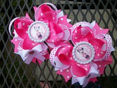 This bow is made with grosgrain ribbons the bow can be put on french clip or alligator clip with no slip gripper All ends of ribbons have been heat sealed to prevent fraying of ribbon Put me a note th