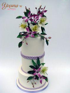 Tarta con Rosas de Navidad y Clemátides - Cake with Christmas Roses and Clematis - by Yocuna @ CakesDecor.com - cake decorating website