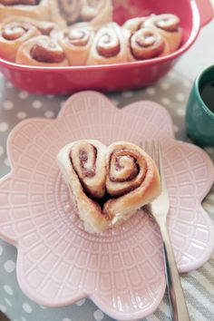 Win at Valentine's Day Brunch With These Heart-Shaped Cinnamon Rolls Brunch, Personalized Cocktail Napkins, Bachelorette Party Cups, Valentines Breakfast, Design Blog, Valentine's Day, Cute Food, Cinnamon Rolls, Holiday Recipes