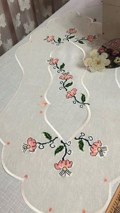 Ranır Bargello, Kids Rugs, Diy Crafts, Table Decorations, Sewing, Home Decor, Craftsman Deck Boxes, Towels, Perfect Eyebrows