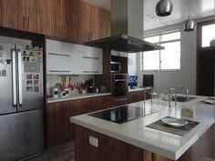 COZINHA EM CASA NO RIO DE JANEIRO: Cozinhas rústicas por Maria Helena Torres Arquitetura e Design