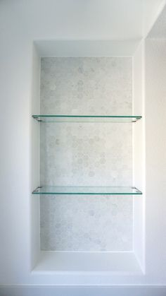 Eggshell home - master bathroom custom glass shelves marble tile niche decorating bathrooms, dorm rooms Bathtub Shelf, Bathroom Shelves Over Toilet, Bathroom Niche, Bathroom Shelf Decor, Modern Master Bathroom, Shower Niche, Bathroom Interior, Small Bathroom, Bathroom Ideas