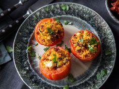 Gefüllte Tomaten mit Couscous und Chorizo