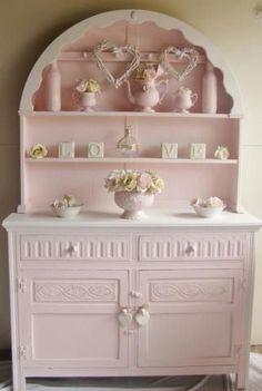 Una foto gallery di cucine e complementi colorati di rosa.