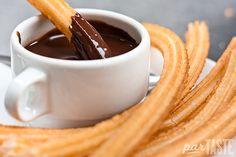 Churros con chocolate > desayuno en España [v. las comidas en España*