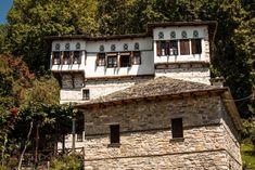 Ένα ελληνικό χωριό τόσο όμορφο, που έχει χαρακτηριστεί ζωντανό μουσείο αρχιτεκτονικής-ΒΥΖΙΤΣΑ Greece, Cabin, Mansions, House Styles, Islands, Home Decor, Greece Country, Decoration Home, Room Decor