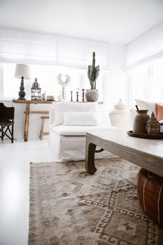 Boho Chic styled Living Room with natural light and pops of white / IKEA Söderhamn Armchair with Bemz Loose Fit Urban slipcover in Rosendal Pure Washed Linen in Absolute White #livingroomneutraldecor