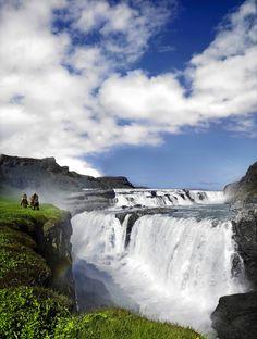 © Icelandair  Island zu Wasser und zu Land erleben:  http://reisegezwitscher.de/reisetipps-footer/2106-attraktive-kurzreisen-von-icelandair  Herbstliche Farben, Nordlichter und heiße Quellen: Island ist auch in den kälteren Jahreszeiten eine Reise wert. Für Besucher, die einen ersten Eindruck von der facettenreichen Insel bekommen möchten, lohnt sich eine Kurzreise von Icelandair.