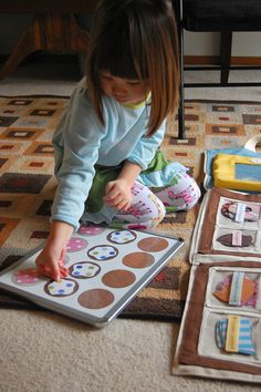 Make a magnetic bakery set for the kiddos to decorate to their hearts content. Would be a great for a travel activity! Webb found this and thought it would be awesome for our group! Craft Activities For Kids, Preschool Activities, Diy For Kids, Crafts For Kids, For Elise, Imaginative Play, Business For Kids, Diy Toys, Kids Playing