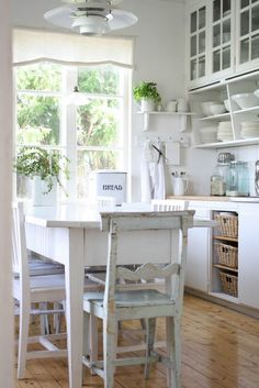 Kitchen Shelving Ideas use baskets for hard to reach lower shelves