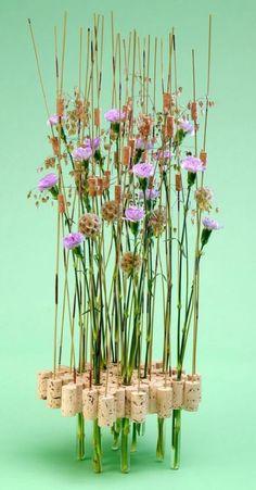 Truly a unique floral arrangement. Creative Flower Arrangements, Ikebana Flower Arrangement, Floral Arrangements, Art Floral, Deco Floral, Unusual Flowers, Beautiful Flowers, Simple Flowers, Dried Flowers