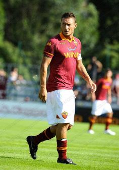 Francesco Totti wearing the new AS Roma jersey. As Roma, Weak In The Knees, Football Uniforms, My People, Soccer Players, My Passion, Messi, Perfect Fit, Hot Guys