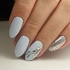 White and gold, classic nails with cute detail. These would be perfect wedding d… White and gold, classic nails with cute detail. These would be perfect wedding day nails. Winter Nail Art, Winter Nails, Spring Nails, Summer Gel Nails, Wedding Day Nails, Wedding Makeup, Glitter Wedding, Graduation Nails, Classic Nails