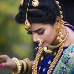 ᴍᴀʜᴀʀᴀsʜᴛʀɪᴀɴ.ǫᴜᴇᴇɴs.ᴏғғɪᴄɪᴀʟ ❤️❤️❤️❤️ @maharashtrian_queens @maharashtrian_queens @__pashya03__ ✅✅✅✅✅✅✅✅✅✅ Follow @maharashtrian_queens… Marathi Bride, Marathi Wedding, Hindu Bride, Saree Wedding, Marathi Nath, Marathi Saree, Wedding Couple Photos, Wedding Poses, Beautiful Girl Photo