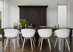 Beautiful dining room mixing old and new