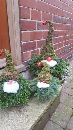 Schon Weihnachtswichtel Aus Wacholder Zweigen   Basteln Für Weihnachten    Weihnachtsdeko Für Den Garten. Der Wichtel Sieht Auch Vor Der Hu2026 |  Christmas Spirit ...