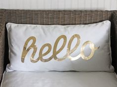 Use a vinyl iron-on decal to make this welcoming pillow. #crafts #diy #31crafts31days