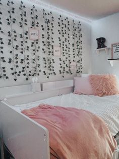 Cute Bedroom Decor, Room Design Bedroom, Room Ideas Bedroom, Small Room Bedroom, Neon Bedroom, Bedroom Inspo, Room Ideias, Pinterest Room Decor, Dream Rooms