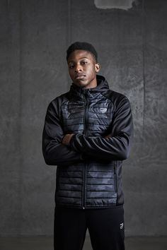 Quilted black jacket with camo details in the front. A perfect jacket for training or running | JACK & JONES