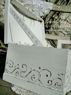 Provence-i stílusú, egyedi motívumokkal festett névre szóló nászajándék doboz különleges esküvőkre. Fotó azonosító: ESKDOB13 Fes