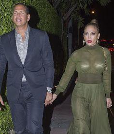海外セレブスナップ | Celebrity Style: 【ジェニファー・ロペス】胸の強調がすごい!?シースルードレスで恋人とディナーデート!
