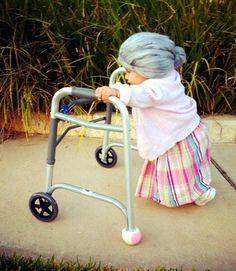Hilarious #Halloween #costume idea for a little girl ToniK ~•❤• Bébé •❤•~ #DIY www.costume-works.com/baby_grandma.html