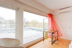 奥様がフルートを演奏されるというお部屋は、心地よい光と風が入る、リビングの隣にあるお部屋。美しいレースカーテンは奥様の手作り。#S様邸多摩川 #書斎 #ルーフバルコニー #風通し良好 #レースカーテン #シンプルな暮らし #ファミリー #EcoDeco #エコデコ #インテリア #リノベーション #renovation #東京 #福岡 #福岡リノベーション #福岡設計事務所 Curtains, Home Decor, Blinds, Decoration Home, Room Decor, Draping, Home Interior Design, Picture Window Treatments, Home Decoration