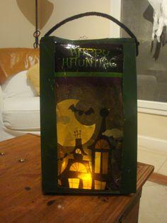 Bolsa/linterna para pedir caramelos en halloween, hecha con cajas de cereales recicladas. www.lacaloatamosconalambre.com