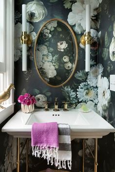 Urban Romantic powder room design with floral wallpaper Lucy Interior Design Bold Wallpaper, Botanical Wallpaper, Wallpaper Ideas, Wallpaper Designs, Trendy Wallpaper, Print Wallpaper, Wallpaper In Bathroom, Flower Wallpaper, Contemporary Wallpaper