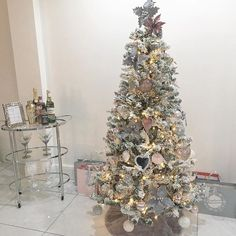 Jen (@interior_escapes) • Instagram photos and videos Christmas Tree, Photo And Video, Holiday Decor, Videos, Interior, Kitchen, Photos, Instagram, Home Decor