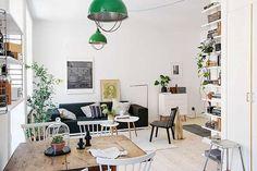 北欧モダンデザインに欠かせないモノトーンをベースに、青々としたグリーンを差し色にした、爽やかな初夏を感じるスウェーデンのアパートメント。 部屋の広さと明るさを強調するかのように、天井までホワイトでまとめた部屋は、床材のウ …