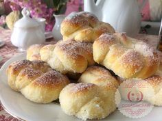 Easy Bread Recipes, Cooking Recipes, Fruit Buffet, Donuts, Homemade Dinner Rolls, Sweet Dough, Pan Bread, Bakery, Food And Drink