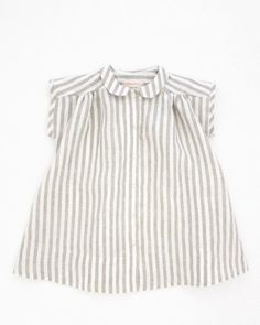 —25 % off— the wolfechild prairie dress is a medium weight linen. This relaxed fit dress features a peter pan collar, button down closure at center...