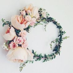 """Taki piekny wianek probny do sukni """"Echo"""" naszej klientki. #weddingroom #wianek #kwiaty #flowers #wreath #blush #moody #mood #atelier #rustic #rustykalne #suknieslubne #accesories #wianki #peonies #green #dusty #gdynia #3city #sopot #sayyestothedress #boho #fashion #trendy #trendy2017 #look #bridal #bride #bloger #blog"""