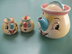 VINTAGE JAPAN ANTHROPOMORPHIC FACE TEAPOT WITH MATCHING SALT & PEPPER