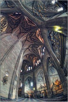 Me recuerda las fotografías de nebulosas - Segovia, Spain  photo via grace