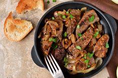 Hagymás pirított sertésmáj: így mindig omlós lesz - Recept | Femina Onion Recipes, Beef Recipes, Veggie Recipes, Chopped Liver, Liver And Onions, Liver Recipes, Liver Detox Cleanse, Kale And Spinach, Beef Liver