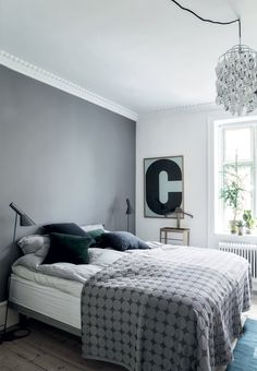 A dream of a bedroom in blue shades. We love the beautiful bedspread ...