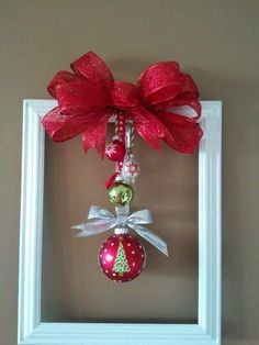 Picture Frame Wreath, Christmas Picture Frames, Picture Frame Crafts, Dollar Store Christmas, Great Christmas Gifts, Christmas Time, Christmas Wreaths, Christmas Projects, Holiday Crafts