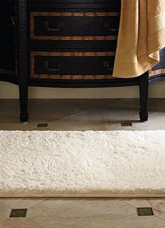 Experience pure indulgence when you step onto our Royale Memory Foam Bath Rug.