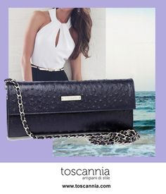 Get a smart and modern outfit with neutrals clothes and trendy accessories like the STRUZZO VIOLET by Toscannia, a handmade leather pochette handbag, perfect to wear with black and white clothes. http://www.toscannia.com/leather-bags  Consigue un look elegante y moderno mezclando prendas básicas con complementos de última tendencia como el bolso de piel STRUZZO VIOLET de Toscannia, bolso pochette en piel grabada de avestruz. http://www.toscannia.com/bolsos-piel