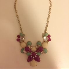 Statement Necklace This necklace is great to dress up any outfit for work or play! Barely worn, it's in like new condition. Francesca's Collections Jewelry Necklaces