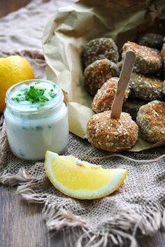 Crocchette di carciofi al forno con salsa all'aglio