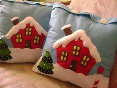 Cojin Casita de Navidad con moldes 2 Christmas Sewing, Christmas Embroidery, Christmas Love, Christmas Crafts, Christmas Ornaments, Christmas Cushions, Christmas Pillow, Felt Christmas Decorations, Felt Ornaments