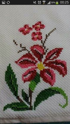 Barbara R.'s media analytics. Cross Stitch Borders, Cross Stitch Rose, Cross Stitch Flowers, Cross Stitch Designs, Cross Stitch Embroidery, Embroidery Patterns, Hand Embroidery, Cross Stitch Patterns, Crochet Bedspread